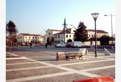 Nuova Piazza a Roncaglia